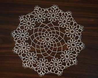tatted doily//white//12 inches