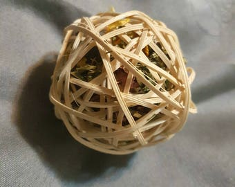 Herb-Stuffed Vine Ball