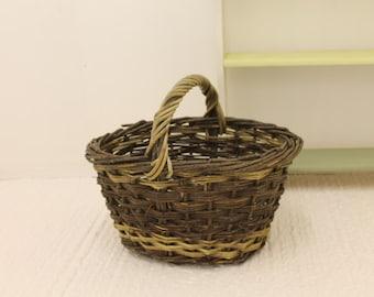 Large Willow Garden Basket/Apple Basket/Willow Trug/ Garden Trug/ Vintage Potato Basket/ SALE/Ref G)
