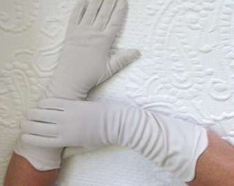cream gloves . cream 3/4 vintage gloves .  cream vintage gloves with scalloped edges . cream evening gloves