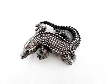 "1 1/2 "" Crocodile belt buckle in silver grey metal"