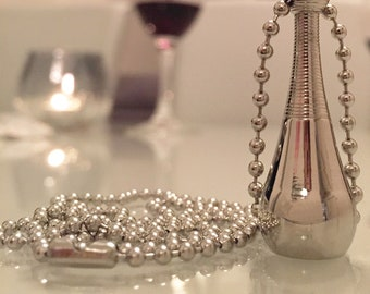 Pendant necklace can be used to cremated remains / perfume or other sentimental items