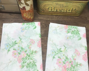 Vintage Pillowcases Set of 2 Pink/Blue Floral JP Stevens Utica Percale