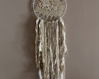 Protects dream old lace and multiple ribbons. (Made in Lacanau)