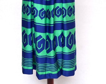1960's GRAPHIC Print Pleated Midi SKIRT with a Matching BELT.
