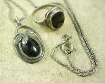 Vintage ART Nouveau Ring Necklace fancy sterling silver pendant Black onyx elegant leaf design signed size 6