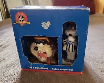 Looney Tunes collectible Salt & Pepper Shaker Set