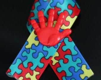 Autism Awareness Ribbon mit roten Hand