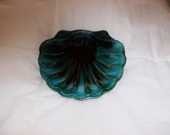 """Blue Mountain Pottery Traditional Green Dish shaped in a """"Shell"""" Motif"""