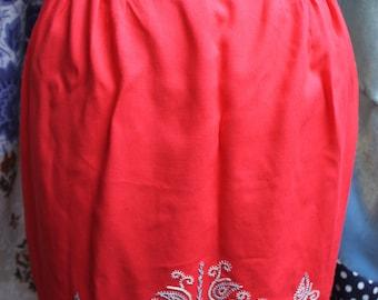 Scarlet dorset stitchery apron REF 493