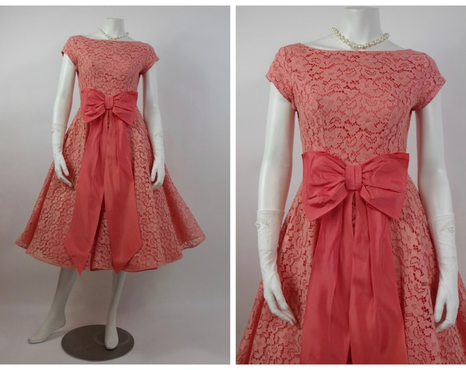 1950's Peach Chantilly Lace and Taffeta Prom Dress - Cupcake Dress - 50's Cocktail Dress - Grad Dress -Vintage Wedding - Taffeta Bow - Sz 4