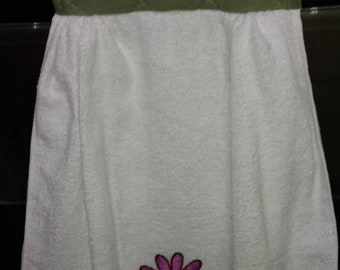 Embroidered Daisy Flower Hanging Kitchen Towel