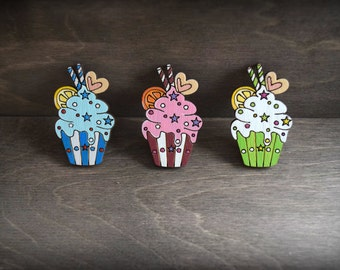 FREE SHIPPING Wooden painted brooch cupcake.