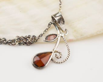 Silver Metal Ornate Filigree Leaf with Red Glass Stones on Silver 925 Stamped Chain Necklace