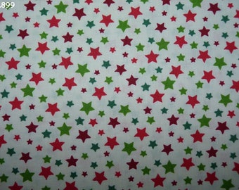 C899 stars red/green fabric ecru coupon 35x50cm