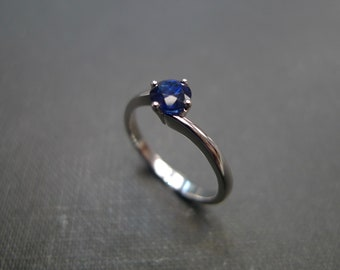 Blue Sapphire Classic Engagement Ring, Solitaire Blue Sapphire ring, Solitaire Ring, Solitaire Engagement Ring, Sapphire Ring, Classic Ring