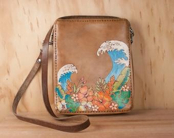 Sac en cuir bandoulière - fleurs tropicales et vagues dans le motif Hanalei - Croix petit corps sac à main avec fermeture à glissière - troisième anniversaire