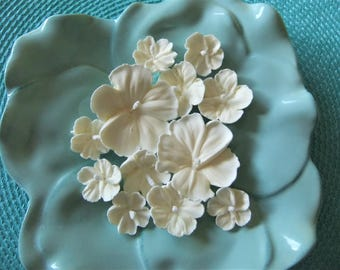 Royal Icing All WHITE Hibiscus Flowers ReAdY To ShIp ! Assorted Sizes Weddings Confections Cupcake Toppers