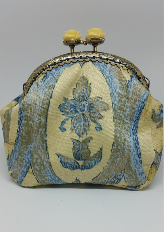 CP576.  Yellow and  blue design coin purse.