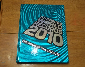 Guinness World Records 2010 Hardcover Book with Glow in The Dark Features - 288 Pages - Excellent