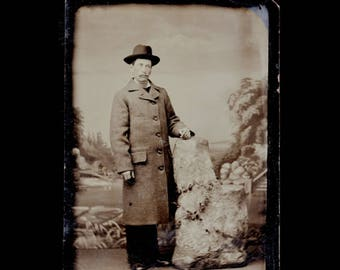 Excellent Antique Victorian Era Tintype Photograph Man In Hat & Long Wool Coat