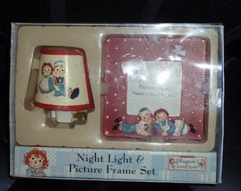 Raggedy Ann & Andy Night Light and Picture Frame Set Vintage