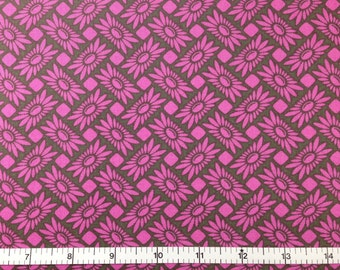 FreeSpirit PICNIC DAISY (ORCHID Color) 100% Cotton Premium Fabric - sold by 1/2 yard