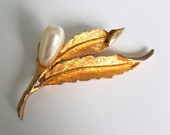 Gold plated leaf brooch, vintage pearl shawl pin, scarf or sweater pin, curled leaf lapel pin, vintage 1970s broach
