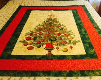 Queen Christmas Bed Quilt - Holiday Elegance