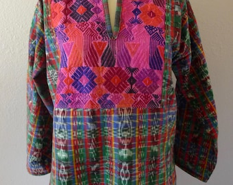 "Guatemalan 70s tourist long sleeve blouse red green ikat woven boho resort fun shirt - size Medium 20 1/2"" W x"