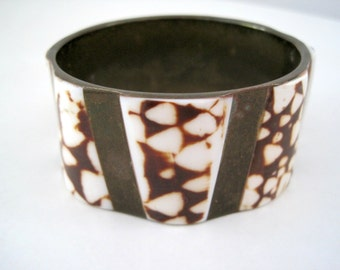 Vintage 70s Seashell Brass Cuff Bracelet - Chunky Style Large Cuff - Earthy - Nature - Neutral