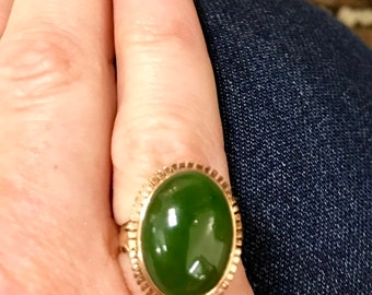14k gold cabochon nephrite jade cocktail ring. Sz 5, hallmarks MD. 3.35dwt