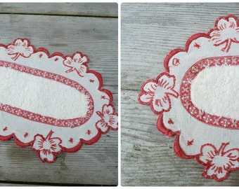 Vintage  Edwardian French linen  embroidered doily 1900 /1920