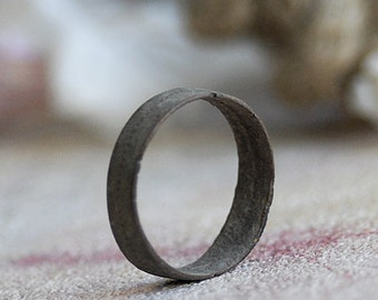 ring from a private dig... size 7... X 747