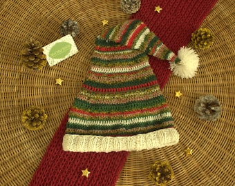 Cap Christmas knitting and crochet. (Christmas woolly hat made with crochet and knit)