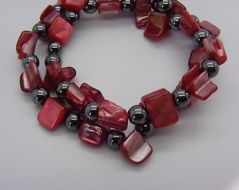 Shell and 2 red and black hematite bracelet on elastic rows
