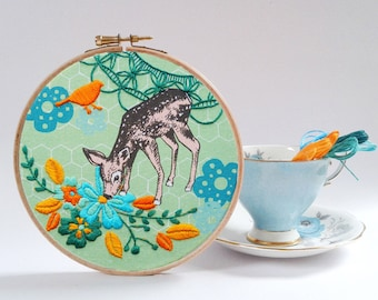 Little fawn embroidery kit . DIY hoop art. Spring Decor. Modern embroidery. Gift. Craft Kit. Woodland pattern. Spring colors