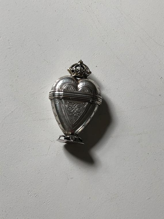 18th c. Parcel Gilt Silver Hovedvandsæg (Wedding Box)
