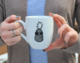 tasse d'ananas, ananas de fruits tasse, tasse de café, mug, funny mug, tasse de lunettes de soleil, mug minimaliste, unique mug, mug noir et blanc, tasse de fruits