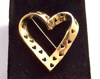 Avon True Hearts Pin Brooch Gold Tone Vintage Wide Cutout Band Fancy Swirl Polished Design