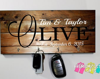 Custom Family Name Key Hanger - Wedding and Anniversary Gift - Personalized Keyhanger - Housewarming Gift - Design #KH119