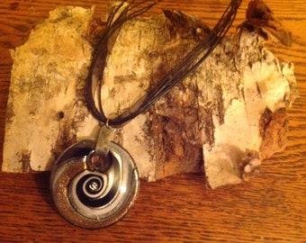 Glass pendant swirl necklace