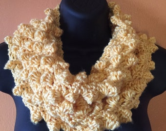 Sunshine maximum texture crochet cowl