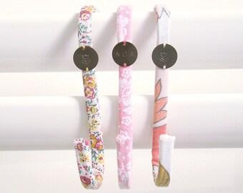 Lot de 3 Crochets tissu vintage Fleurs // Patère Fille Femme // Upcycling // Salle de bain Chambre Organiser Serviettes Pyjama Bijoux