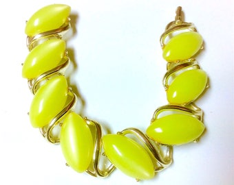 Vintage Lime or Chartreuse Green Thermoset Oval Cabochons Link Bracelet Gold Tone