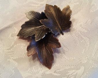 K & T metal tone 3 leaf pin