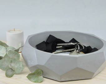 Grey concrete bowl, faceted pocket emptier, grey faceted vessel, big concrete bowl, tidy bowl, concrete catchall