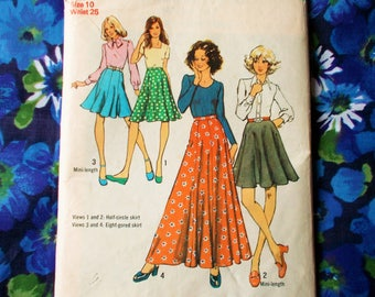 """Style Sewing Pattern - 1972 - Woman's skirts in two lengths -  Size 10 waist 25""""  - Mpn 5416 - Part used and complete"""