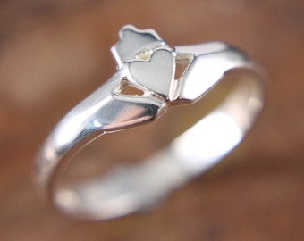 Claddagh ring, ladies contemporary claddagh ring. Available in fine sterling silver, 10K, 14K or platinum.