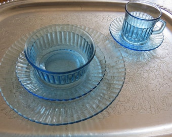 """Light Blue Glass 9.5"""" Dinner Plate Dinnerware Glassware Made in Mexico - Replacement"""